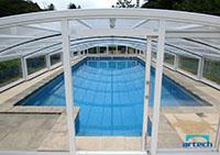 Porte coulissante d'un abri de piscine