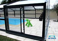Porte latérale sur un abri de piscine mi-haut